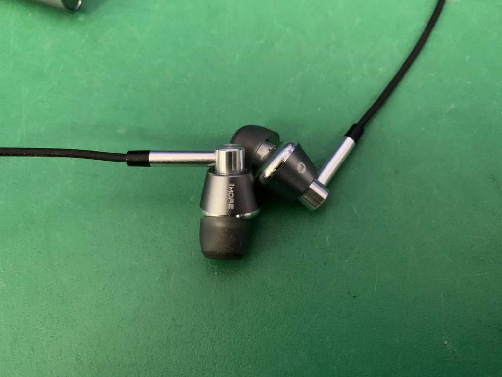 1More Triple Driver Wireless Mic Silver (E1001BT)
